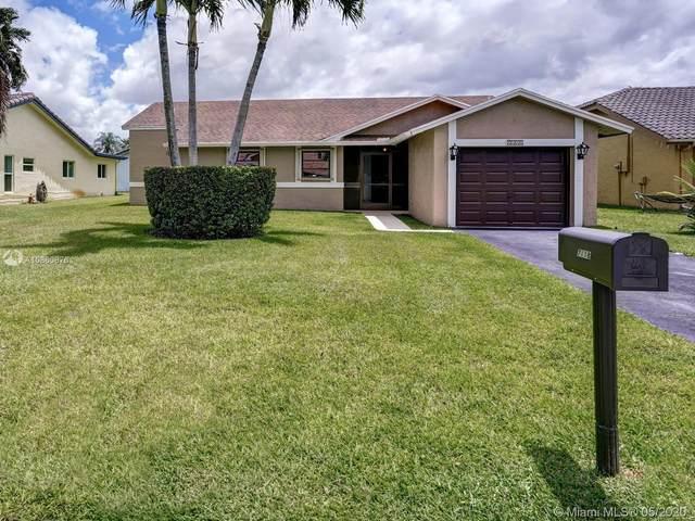 7118 NW 107th Ave, Tamarac, FL 33321 (MLS #A10860876) :: Castelli Real Estate Services