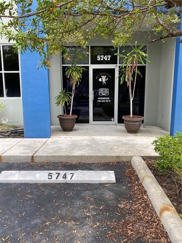5747 NW 151st St #5747, Miami Lakes, FL 33014 (MLS #A10867130) :: Patty Accorto Team