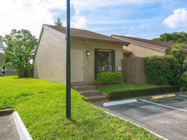 2052 SW 82nd Ave, Davie, FL 33324 (MLS #A10868580) :: The Paiz Group
