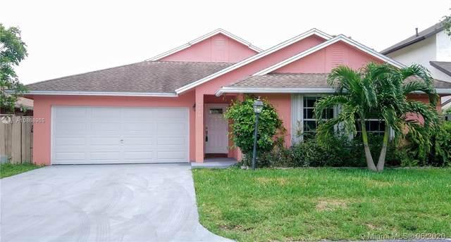 19040 NW 78th Ave, Hialeah, FL 33015 (#A10868965) :: Dalton Wade