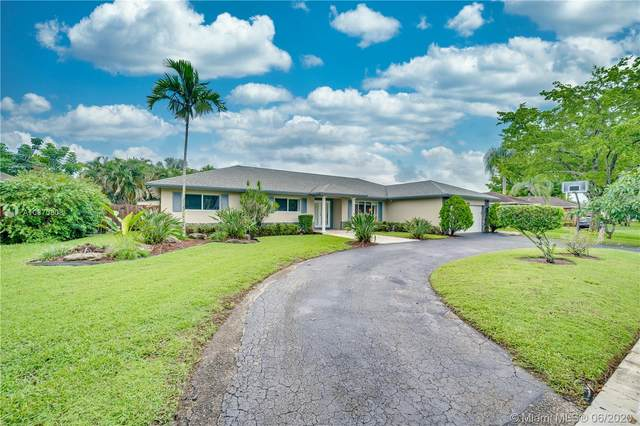 1960 SW 68th Ave, Plantation, FL 33317 (MLS #A10870808) :: THE BANNON GROUP at RE/MAX CONSULTANTS REALTY I