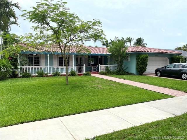 7411 Sabal Dr, Miami Lakes, FL 33014 (MLS #A10870961) :: Albert Garcia Team