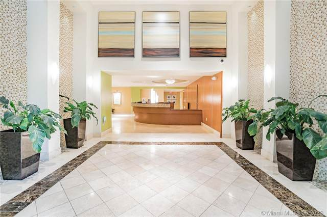 Miami, FL 33156 :: The Howland Group