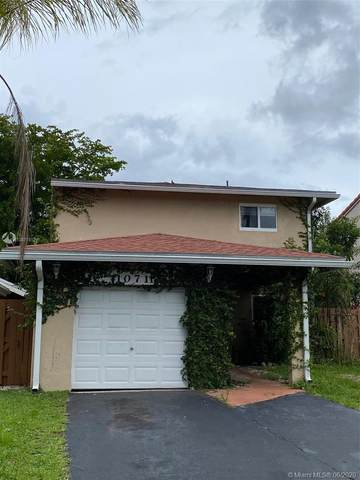 10711 SW 148th Ct, Miami, FL 33196 (MLS #A10871812) :: The Howland Group