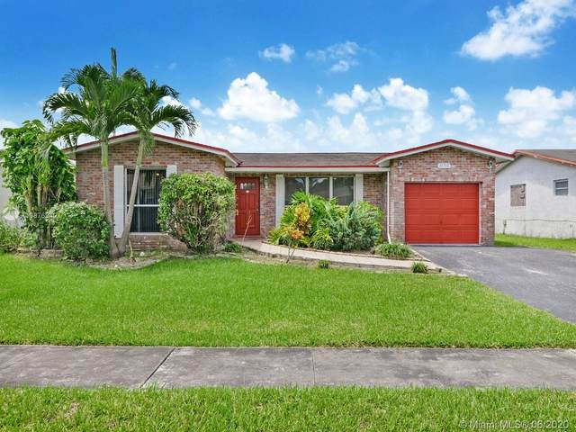 11700 NW 32nd Mnr, Sunrise, FL 33323 (MLS #A10876940) :: The Paiz Group