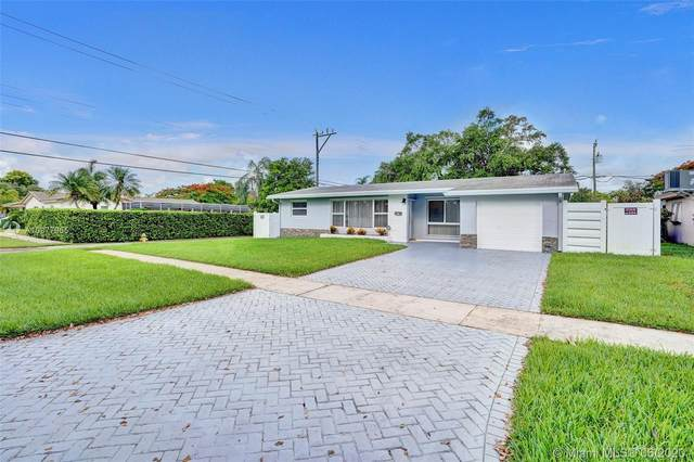 2110 N 42nd Ave, Hollywood, FL 33021 (MLS #A10877955) :: The Riley Smith Group