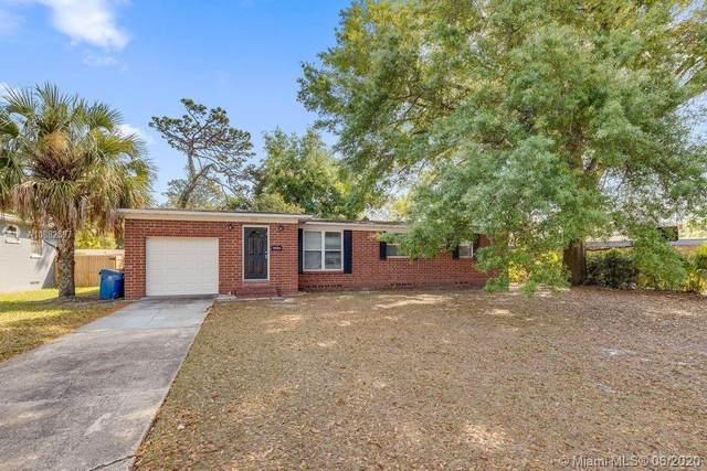 2517 Oak Summit, Jacksonville, FL 32211 (MLS #A10882897) :: Berkshire Hathaway HomeServices EWM Realty