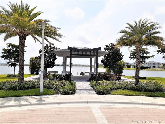 15588 NW 91st Ct, Miami Lakes, FL 33018 (MLS #A10884123) :: Berkshire Hathaway HomeServices EWM Realty