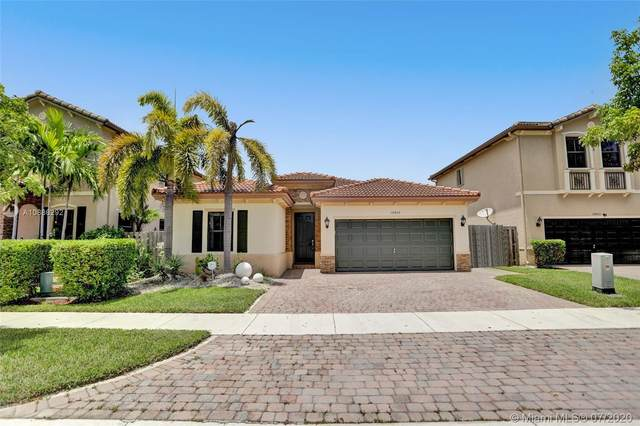 10425 SW 226th St, Cutler Bay, FL 33190 (MLS #A10886292) :: Berkshire Hathaway HomeServices EWM Realty