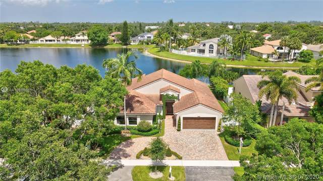 912 NW 132nd Ave, Sunrise, FL 33325 (MLS #A10886381) :: The Paiz Group
