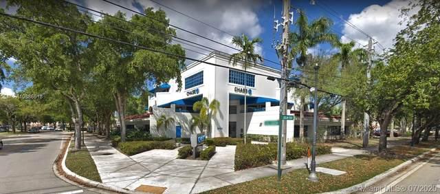 15700 NW 67th Ave, Miami Lakes, FL 33014 (MLS #A10886518) :: Albert Garcia Team