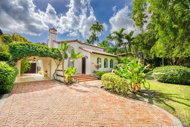1203 Columbus Blvd, Coral Gables, FL 33134 (MLS #A10887246) :: Ray De Leon with One Sotheby's International Realty