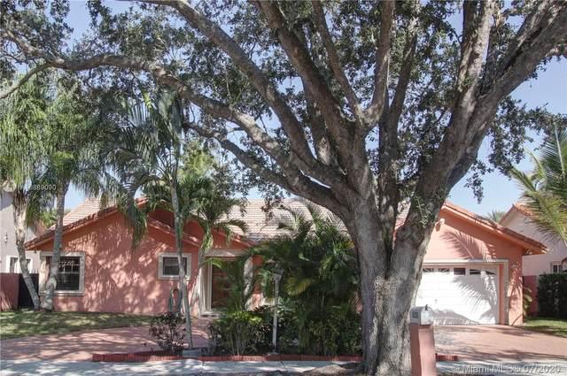 8555 NW 165th St, Miami Lakes, FL 33016 (MLS #A10889090) :: Berkshire Hathaway HomeServices EWM Realty