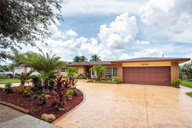 7200 NW 11th St, Plantation, FL 33313 (MLS #A10889936) :: Green Realty Properties