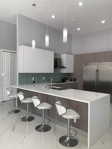 2539 Montclaire Cir, Weston, FL 33327 (MLS #A10892209) :: Berkshire Hathaway HomeServices EWM Realty