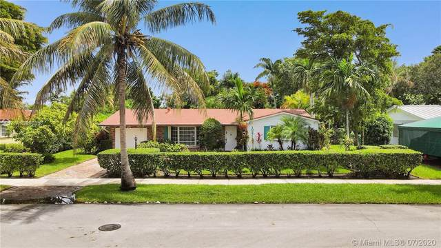 10271 SW 109th St, Miami, FL 33176 (MLS #A10895307) :: The Riley Smith Group