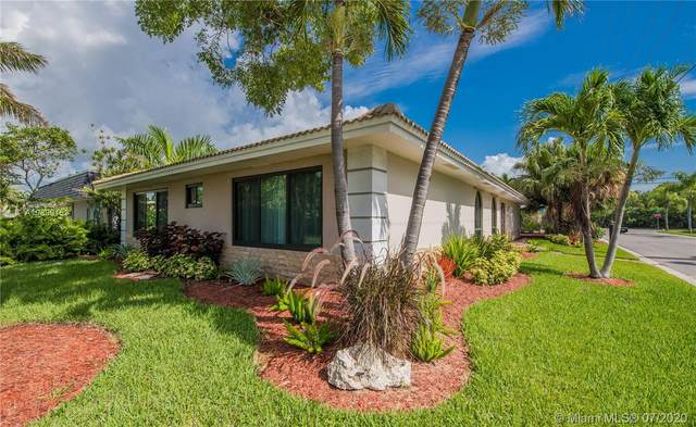 901 Lincoln St, Hollywood, FL 33019 (MLS #A10899153) :: Laurie Finkelstein Reader Team