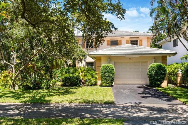 6325 Maynada St, Coral Gables, FL 33146 (MLS #A10901887) :: The Riley Smith Group