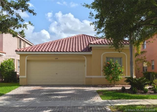 1318 Banyan Way, Weston, FL 33327 (MLS #A10901953) :: United Realty Group