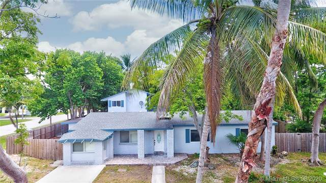 11201 SW 108th Ct, Miami, FL 33176 (MLS #A10902422) :: The Jack Coden Group