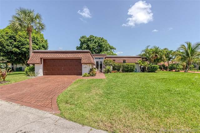 6301 Ironwood Cir, Tamarac, FL 33319 (MLS #A10902945) :: The Riley Smith Group