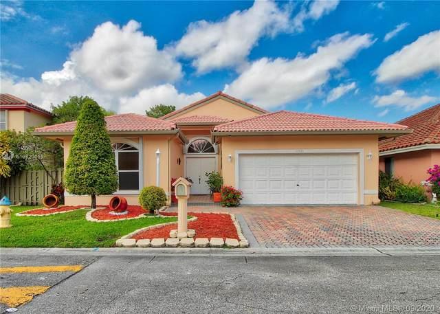 11521 SW 11th St, Pembroke Pines, FL 33025 (MLS #A10920019) :: Berkshire Hathaway HomeServices EWM Realty