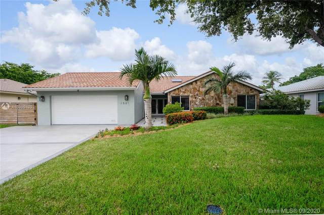 1561 NW 99th Ave, Plantation, FL 33322 (MLS #A10920193) :: The Jack Coden Group