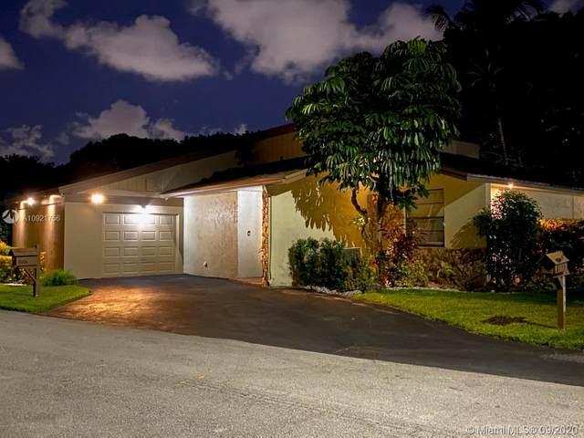 8101 NE Princess Palm Cir, Tamarac, FL 33321 (MLS #A10921756) :: Berkshire Hathaway HomeServices EWM Realty