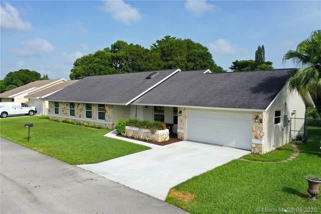 8805 Paradise Ct, Tamarac, FL 33321 (MLS #A10923142) :: Berkshire Hathaway HomeServices EWM Realty