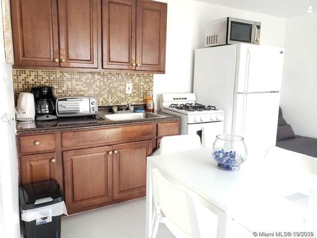 1820 Roosevelt St, Hollywood, FL 33020 (MLS #A10926793) :: Berkshire Hathaway HomeServices EWM Realty