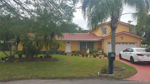 11222 SW 134th Ln, Miami, FL 33176 (MLS #A10927563) :: The Riley Smith Group