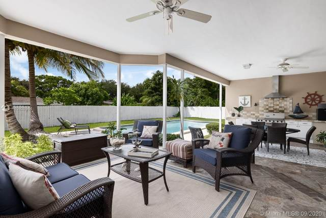 6740 SW 68th Ter, South Miami, FL 33143 (MLS #A10928564) :: The Riley Smith Group