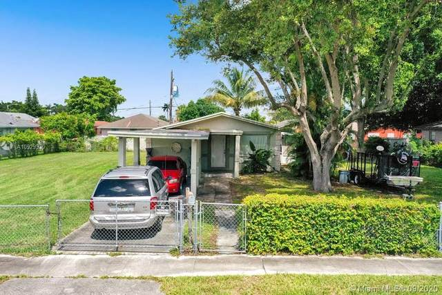 2339 S Douglas St, Hollywood, FL 33020 (MLS #A10929330) :: Berkshire Hathaway HomeServices EWM Realty