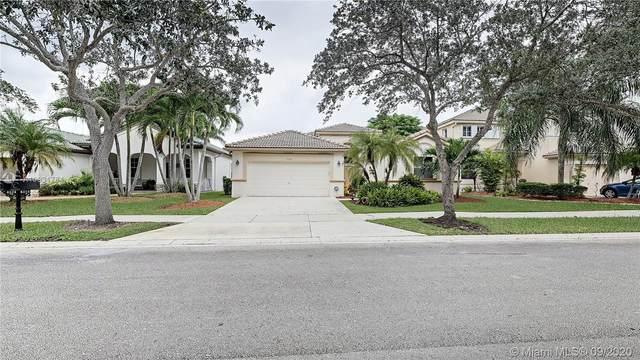 4318 Laurel Ridge Cir, Weston, FL 33331 (MLS #A10931784) :: The Howland Group