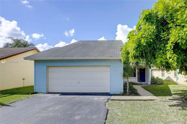 8260 SW 41st St, Davie, FL 33328 (MLS #A10931961) :: Castelli Real Estate Services