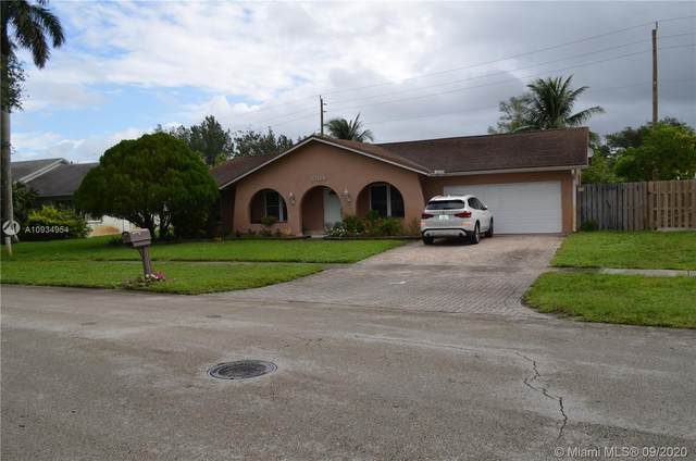 5204 SW 87th Ave, Cooper City, FL 33328 (MLS #A10934954) :: United Realty Group