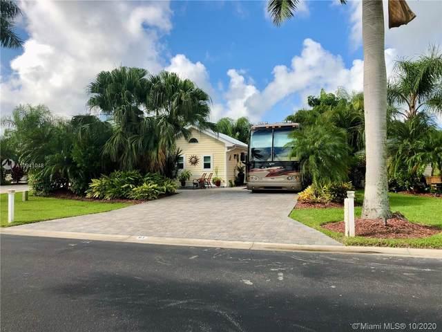 3107 E Riverbend Resort Blvd, La Belle, FL 33935 (MLS #A10941048) :: Castelli Real Estate Services
