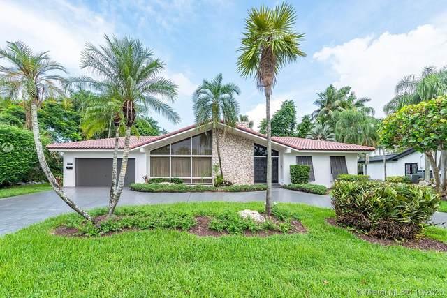19101 E Saint Andrews Dr, Miami Lakes, FL 33015 (MLS #A10941612) :: Berkshire Hathaway HomeServices EWM Realty
