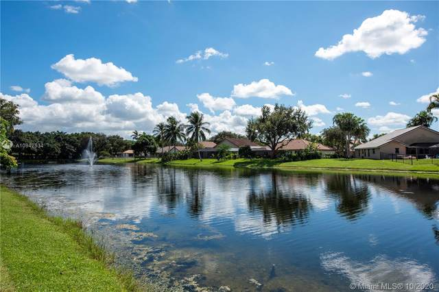 8940 Woodside Ct, Davie, FL 33328 (MLS #A10942534) :: Patty Accorto Team