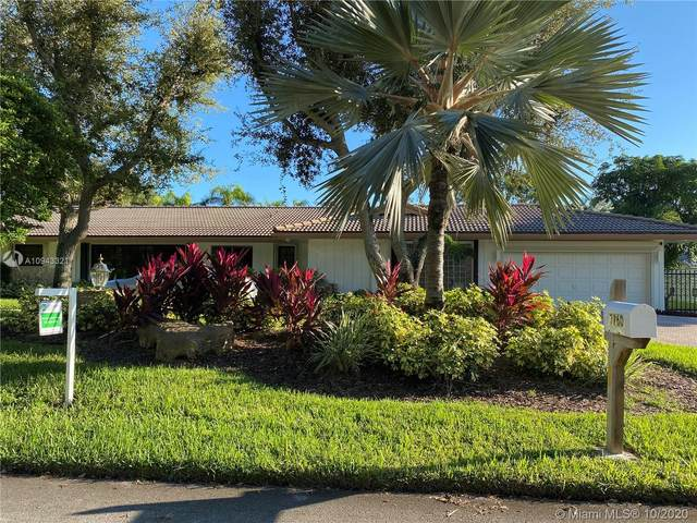 7760 SW 178th St, Palmetto Bay, FL 33157 (MLS #A10943321) :: Berkshire Hathaway HomeServices EWM Realty