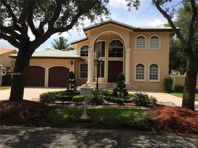8254 NW 165th St, Miami Lakes, FL 33016 (MLS #A10946288) :: Berkshire Hathaway HomeServices EWM Realty