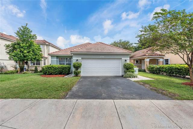 2796 Oak Grove Rd, Davie, FL 33328 (MLS #A10949295) :: United Realty Group
