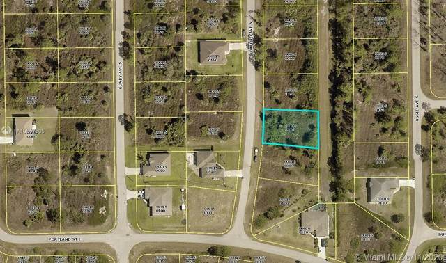 929 Oxford Ave S, Lehigh Acres, FL 33936 (MLS #A10957806) :: Castelli Real Estate Services