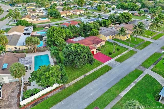 922 SW 69th Ave, North Lauderdale, FL 33068 (MLS #A10963053) :: Miami Villa Group