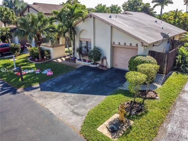 5423 SW 152nd Place Cir, Miami, FL 33185 (MLS #A10967614) :: Miami Villa Group