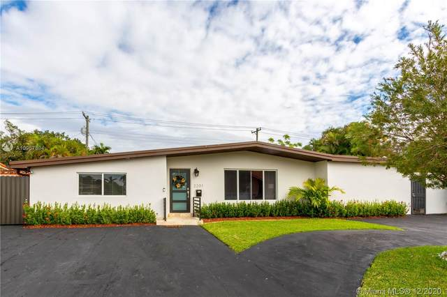 2201 SW 90th Ave, Miami, FL 33165 (MLS #A10967894) :: THE BANNON GROUP at RE/MAX CONSULTANTS REALTY I