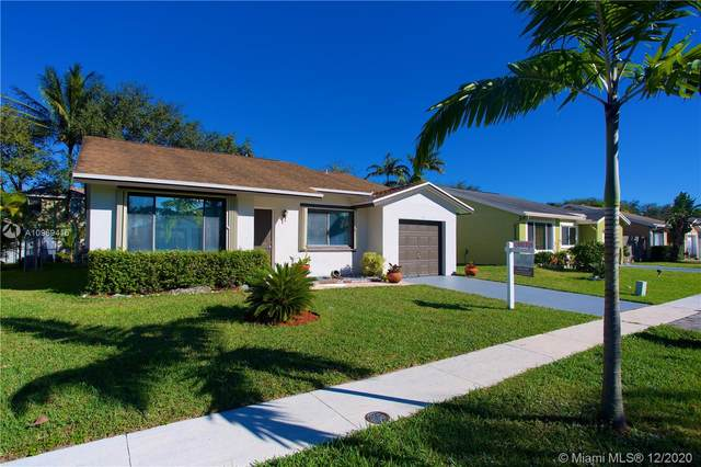 9211 NW 53rd Ct, Sunrise, FL 33351 (MLS #A10969416) :: Laurie Finkelstein Reader Team