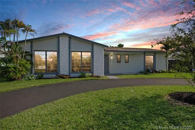 17921 SW 91 Ave, Palmetto Bay, FL 33157 (MLS #A10971125) :: Miami Villa Group