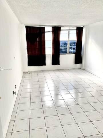 2025 164 #811, North Miami, FL 33181 (MLS #A10976614) :: Carole Smith Real Estate Team