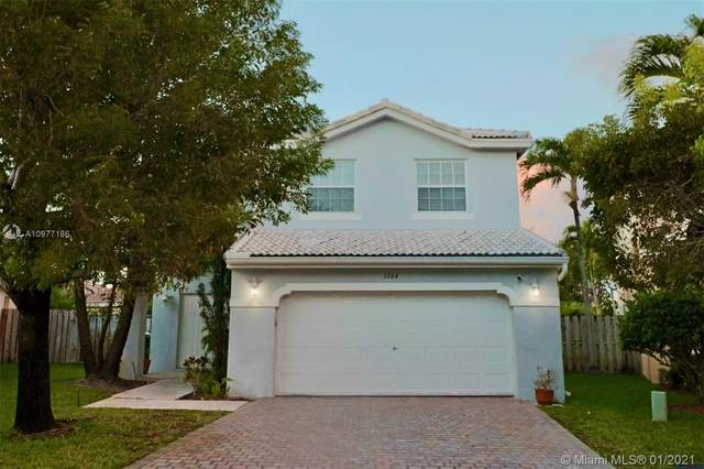 1364 SW 105th Ave, Pembroke Pines, FL 33025 (MLS #A10977186) :: The Riley Smith Group